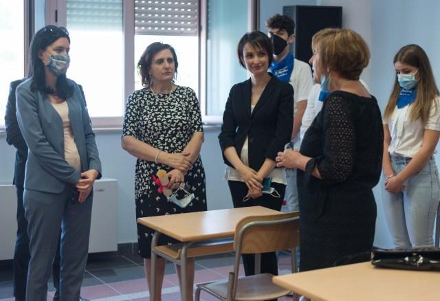 La ministra Lucia Azzolina en una escuela en Génova (Foto: Flick Ministero dell'Istruzione)