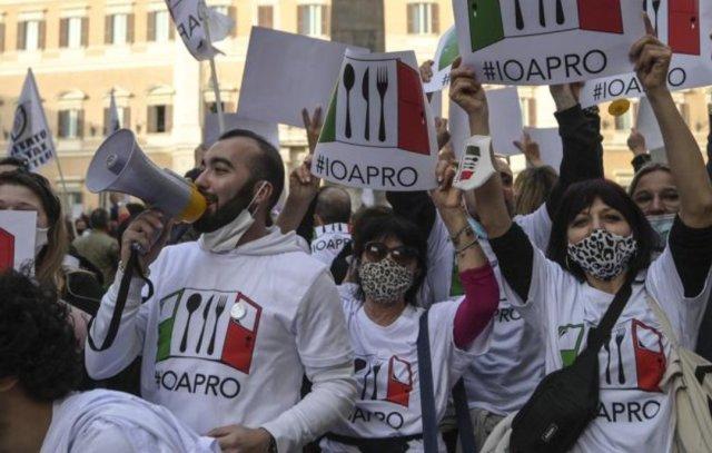 Manifestantes contra las restricciones por el COVID-19 (Foto: Facebook #IoApro)