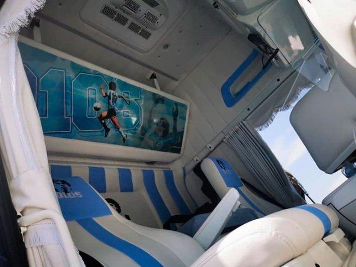 Camión homenaje a Maradona.