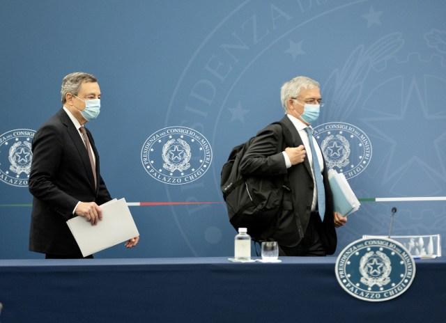 El primer ministro Mario Draghi y el ministro de Economía, Daniele Franco (Foto: Governo)