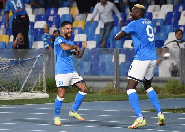 Lorenzo Insigne y Victor Osimhen, en el partido Napoli-Cagliari por la Serie A (Foto: Twitter Napoli)