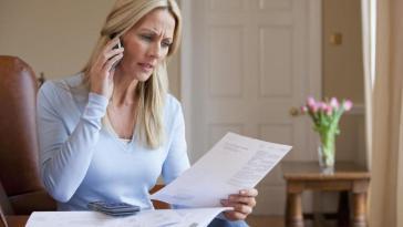 ¿Te cobran de más por tu factura telefónica?