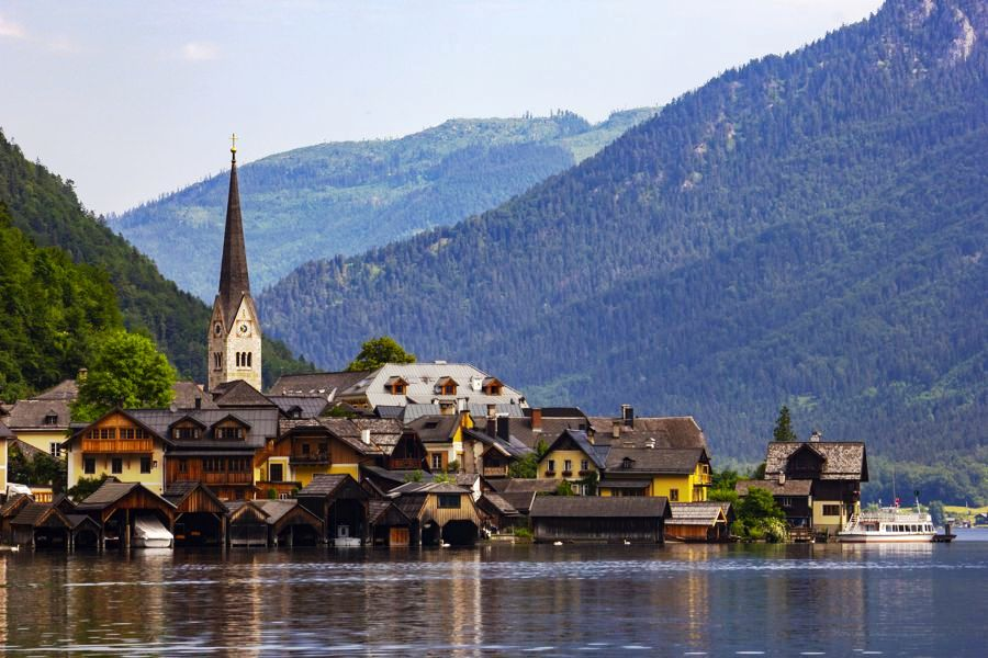 Panoramic-view-of-Hallstatt-village-and-lake-in-Austria
