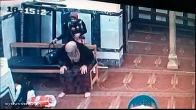 """الفتاة اللصة"""" في فيديو صادم داخل مسجد بالاسكندرية"""