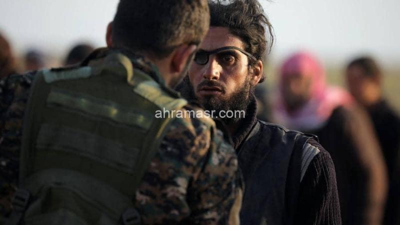 استسلام مئات الدواعش بالباجوز.. وقتلى بغارات على إدلب