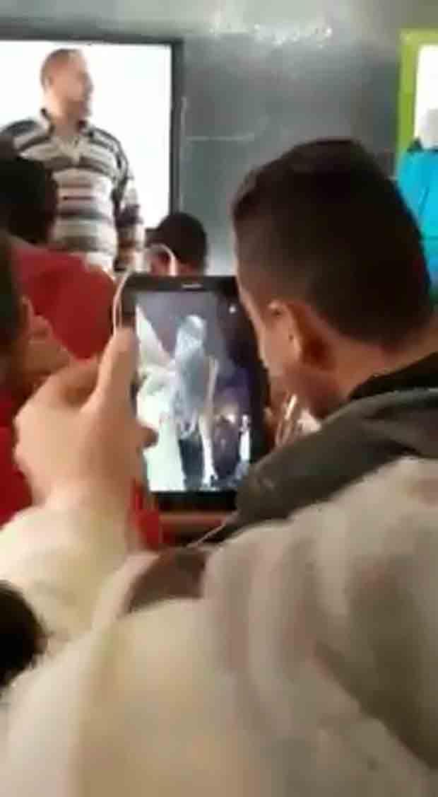 فيديو رقص على التابلت داخل الفصل في وجود المعلم