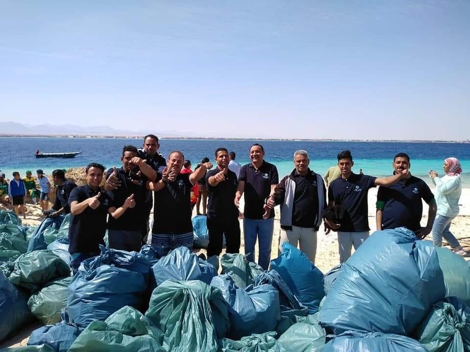 حملة لتنظيف جزيرة مجاويش بالتعاون مع المجتمع المحلي