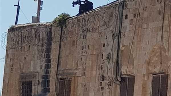 قناصة الاحتلال ينتشرون على أسوار الأقصى وسط 40 ألف مصلِ