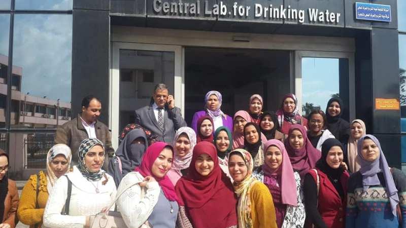 طلبة كلية العلوم جامعة دمنهور فى زيارة لشركة مياة الشرب والصرف الصحى بدمنهور