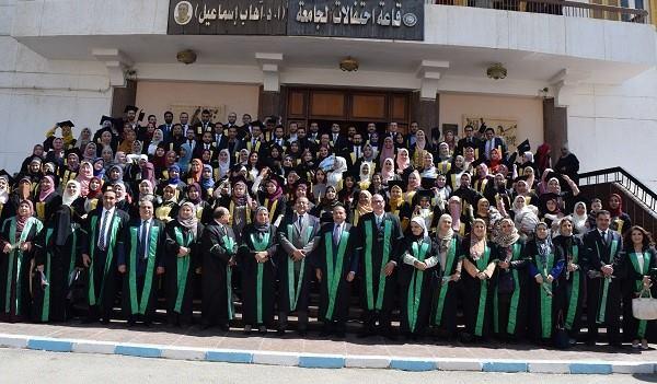 رئيس جامعة بني سويف يحضر تخريج الدفعة الــ 17 بكلية الطب