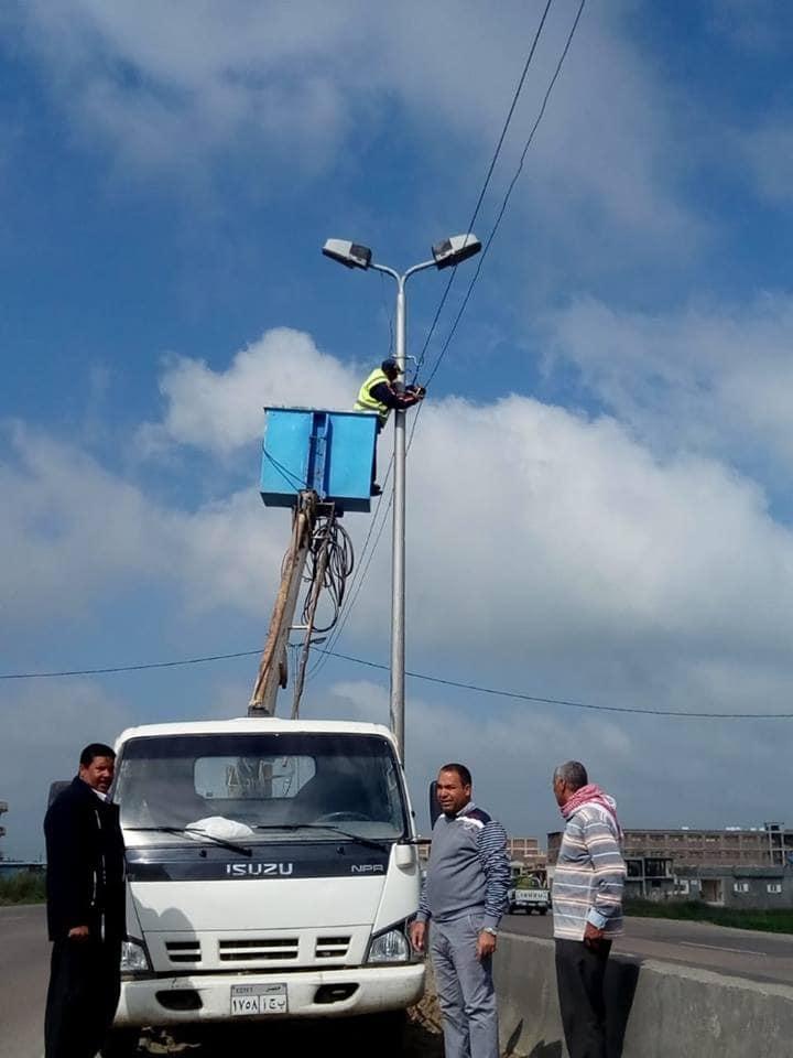 ا ستكمال أعمال الإنارةوتغييرالأعمدةالكهربائية بنطاق محافظة البحيرة
