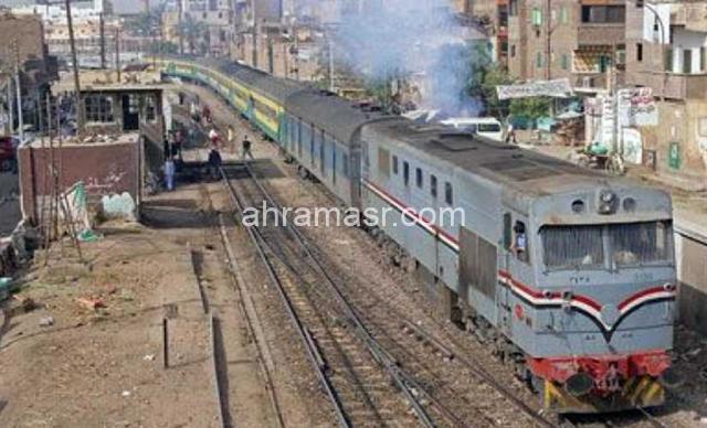 عاجل : انبعاث دخان من عربة أحد القطارات يثير ذعر الركاب في المنيا