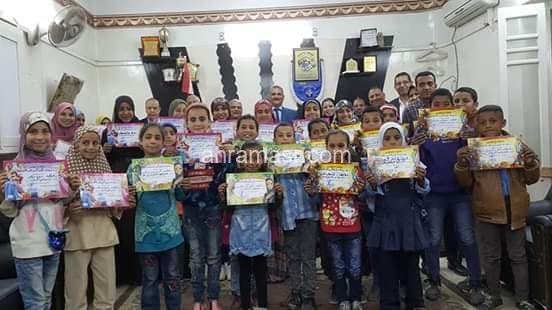 تمام يكرم طلبة وطالبات ومعلمات مدارس عرابة أبو الدهب للتعليم المجتمعى بسوهاج