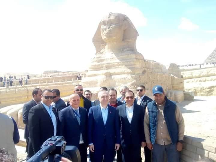 رئيس دولة البانيا يزور منطقة آثار الأهرامات