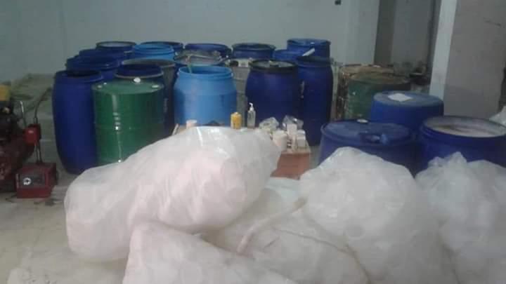 ضبط مصنع مستحضرات تجميل غير مرخص ببدروم عمارة بمدينة الغردقة