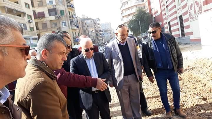 محافظ بورسعيد يتابع سير العمل في اعمال توسعة ورفع كفاءة الطرق