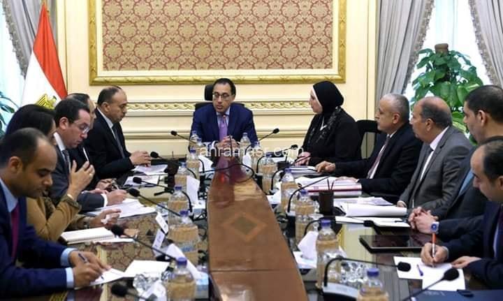 خلال اجتماعه مع أعضاء لجنة مراجعة منظومة تخصيص الأراضى الصناعية