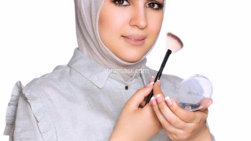 تكريم خلود الشمري لحصولها علي أفضل ١٠ ميكب ارتست في الكويت
