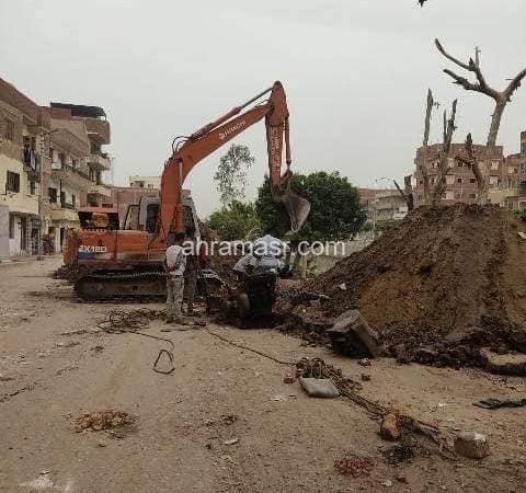 دغراب يُتابع تنفيذ أعمال انشاء كوبرى مشاة على ترعة الوادي الشرقي أمام مجمع مواقف أبو حماد بتكلفة ٤٦٣ ألف جنيها