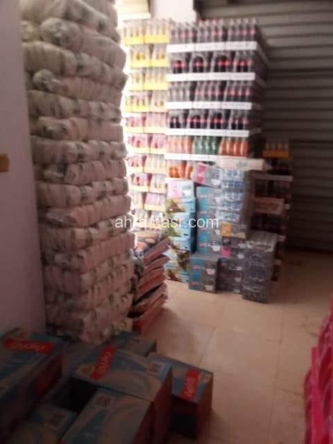 ضبط طن سكر و٢٤٠ كيلو مكرونه داخل مخزن للمواد الغذائية بدون ترخيص في حملات تموينية على الأنشطة التجارية بنطاق مدينه العاشر من رمضان