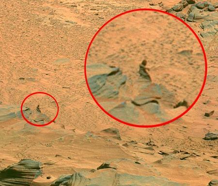 Aliens on Mars? Nasa Photo