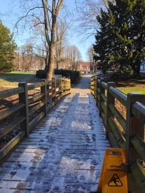 Hintere Brücke zum Schlosspark Foto: Mia