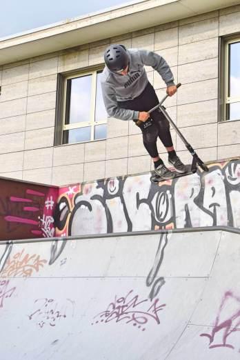 Benny auf der Halfpipe im Skatepark Ahrensburg – Foto: Nicole Stroschein