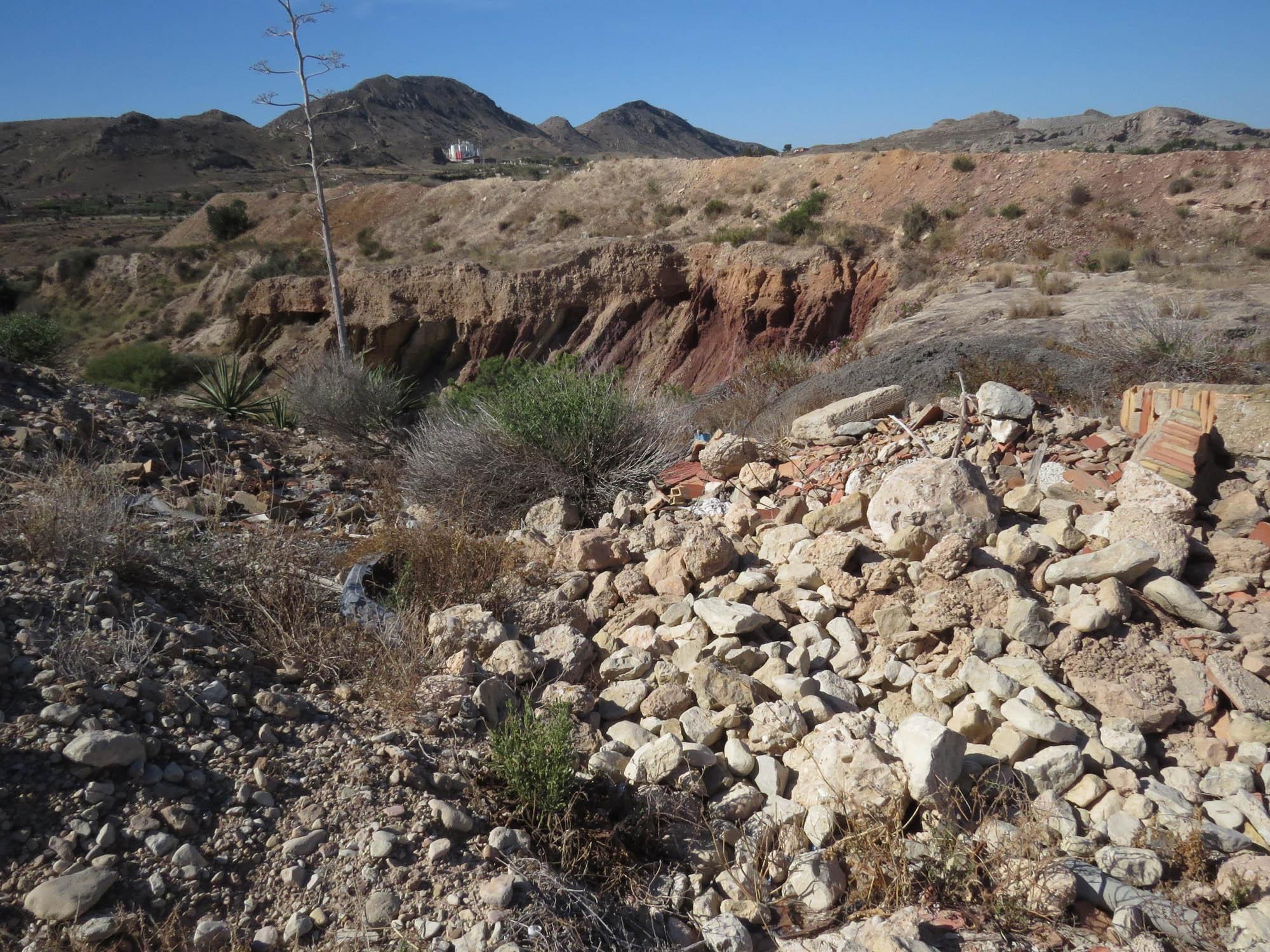 Vertido de escombros en el Clot del Quillot