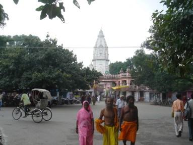 New Vishna Temple, Dieu de l'Univers