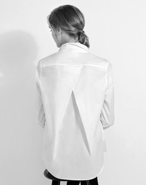 Cuyana weisse Bluse mit schickem Rückendetail - gefunden bei ahwh.ch