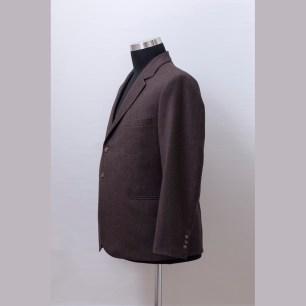 The suit jacket made of Agnona 140'cashmere-wool fabric with hybrid medium construction in English style / Öltönyzakó az olasz Agnona Super 140' kasmírral kevert gyapjújából merev kidolgozással angol stílusjegyekkel.