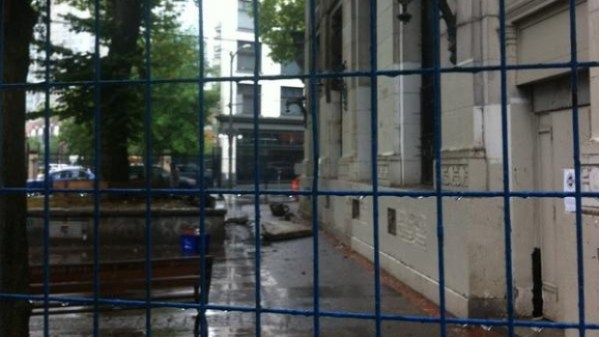 Historic Vancouver building rains chunks of concrete onto ...