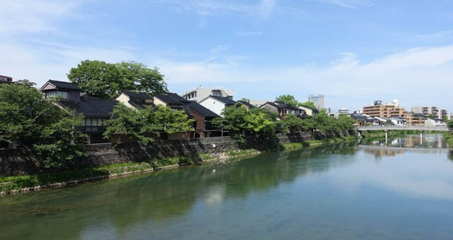 観光地化が激化した金沢市