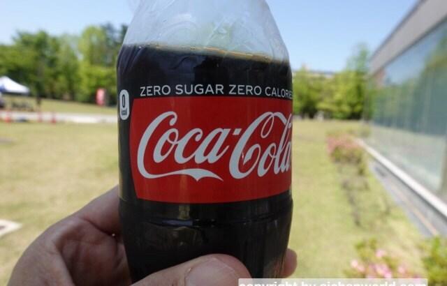 いきなり暑いのでコーラがうまい