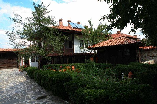 Джуджевата къща в Панагюрище
