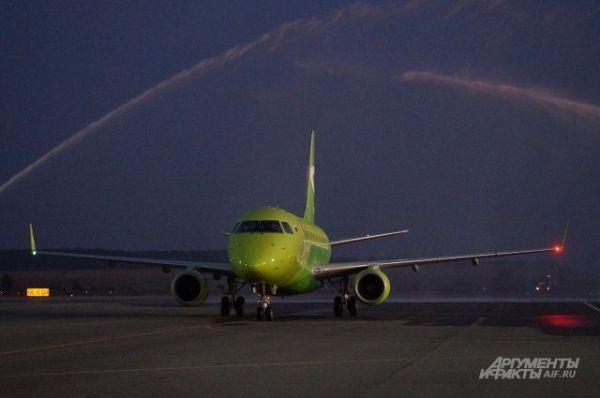 Первый самолет нового регулярного рейса в Пензе встретили ...