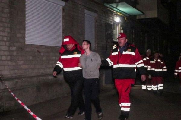 В Киеве парень нанес матери ножевые ранения и взял ее в ...