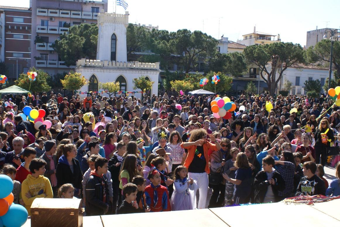 «Παιδικό Καρναβάλι 2018» στο Αίγιο με νυχτερινή παρέλαση και κάψιμο του Βασιλιά Καρνάβαλου