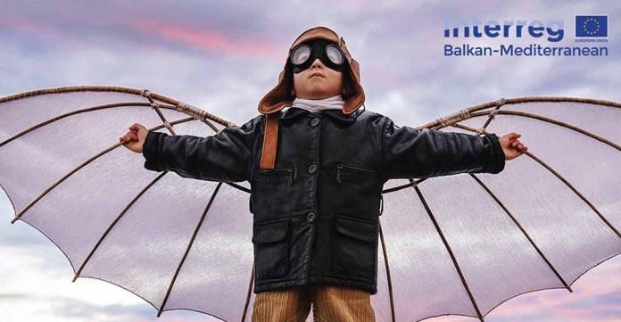 tei-kid_flying