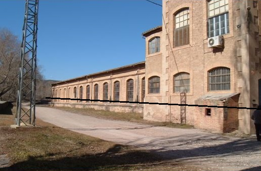 Fàbrica Calvet ( Cardona) La linia assenyala en nivell on va arribar l'aigua (1,5 m)