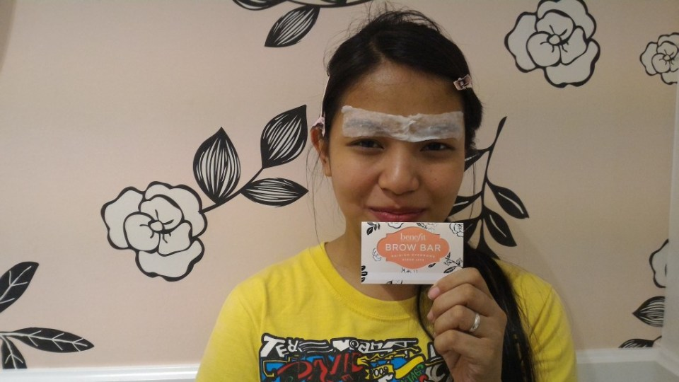Cold compress after the treatment with my very own Benefit Brow Bar card.