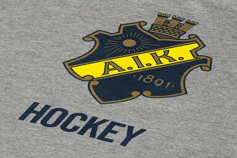 grå t-shirt med AIK tryck