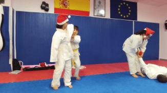 aikido-kids-infantil-y-juvenil-entrenamiento-navideno-2016-defensa-personal-aikido-aikikai-san-vicente-del-raspeig-al_126