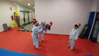 aikido-kids-infantil-y-juvenil-entrenamiento-navideno-2016-defensa-personal-aikido-aikikai-san-vicente-del-raspeig-al_38