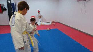 aikido-kids-infantil-y-juvenil-entrenamiento-navideno-2016-defensa-personal-aikido-aikikai-san-vicente-del-raspeig-al_53