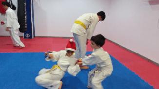 aikido-kids-infantil-y-juvenil-entrenamiento-navideno-2016-defensa-personal-aikido-aikikai-san-vicente-del-raspeig-al_57