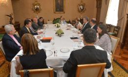 El diálogo social y la agenda laboral del Gobierno al tablero