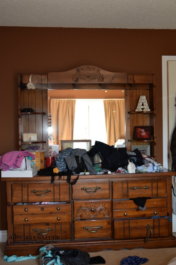 7 Day De-Cluttering Challenge Day Five. Today I tackled my dresser and maternity clothes!
