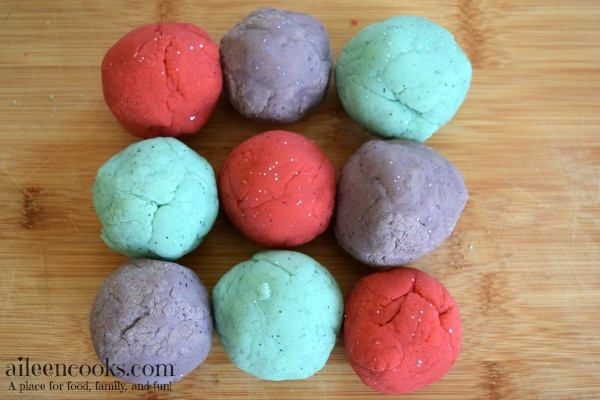 Make this simple and fun sparkly & scented play dough from aileencooks.com using glitter and Koolaid.