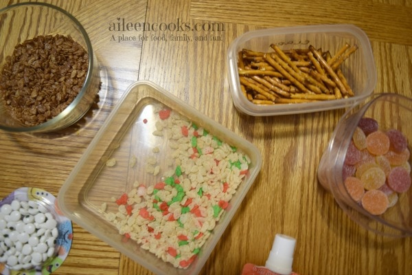 Fun and festive rice krispie treat snowmen made with rice krispies, cocoa krispies, and holiday rice krispies. Such a fun christmas tradition! Cooking With Kids Recipe from aileencooks.com #ad